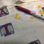刺しゅうの下絵の補足線を描く